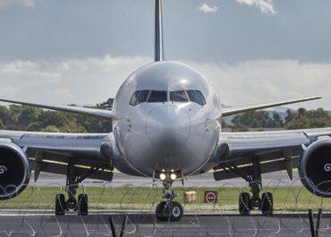 Szczepionka szansą na powrót ruchu lotniczego za 3-4 lata do poziomu z 2019 r.