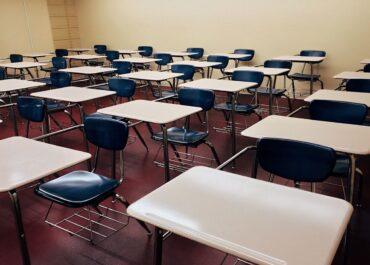 Dzieci wróciły na zdalne nauczanie z powodu koronawirusa w szkole
