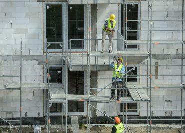 Niedobór gruntów i galopujące ceny materiałów budowlanych zwiększają ceny mieszkań. W przyszłym roku możliwe 15-proc. podwyżki.