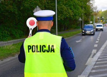 Zaatakował policjantów siekierą, wcześniej nie zatrzymał się do kontroli drogowej