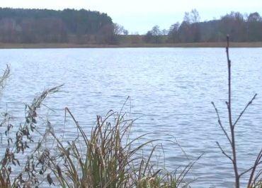 Małżeństwo lekarzy osób utonęło na jeziorze Zwiniarz po przewróceniu się łodzi