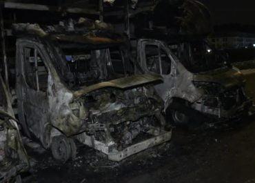 Na gdańskim parkingu spłonęło pięć aut dostawczych