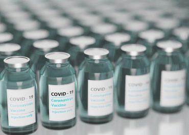 Luxmed odpowiada za to, że musi wyrzucić 90 dawek szczepionki przeciw COVID-19