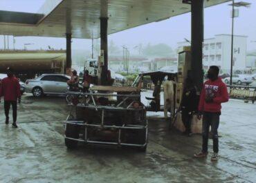 Nigeryjczyk stworzył w pełni sprawne auto ze złomu