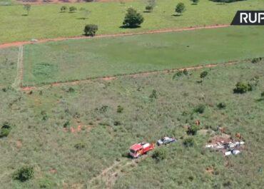Śledczy badają miejsce katastrofy samolotu, który w niedzielę rozbił się w Brazylii