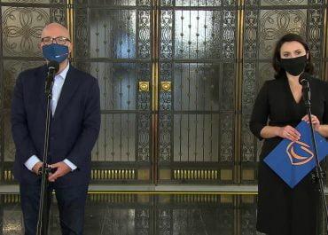 """""""Sceny jak z filmów gangsterskich."""" Opozycja komentuje odwołanie szefa neo-KRS"""