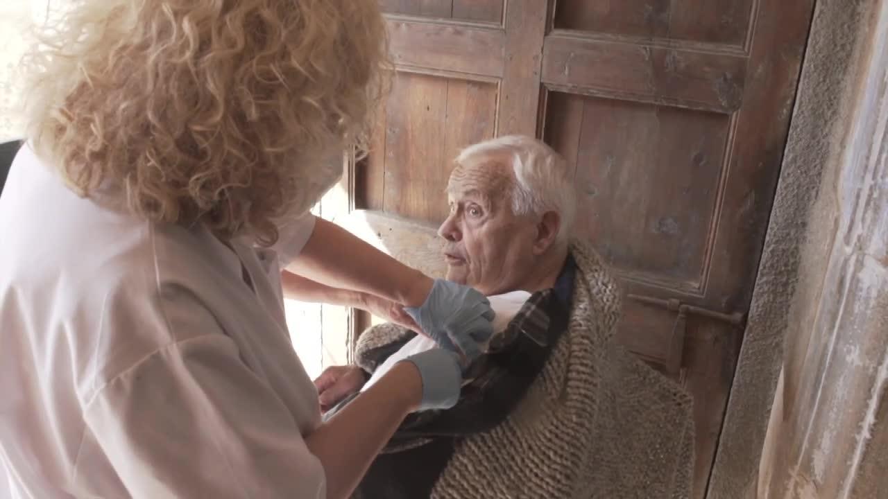 W Katalonii ruszył program domowych szczepień osób powyżej 80 roku życia