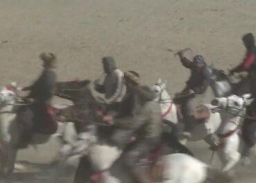 Buzkaszi, czyli konna rywalizacja o trafienie do celu martwym kozłem, kultywowana w Afganistanie
