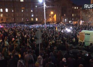 Protestujący żądają ustąpienia premiera Armenii