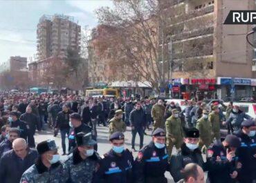 Napięta sytuacja w Armenii. Armia żąda dymisji premiera, N. Paszynian mówi o zamachu stanu