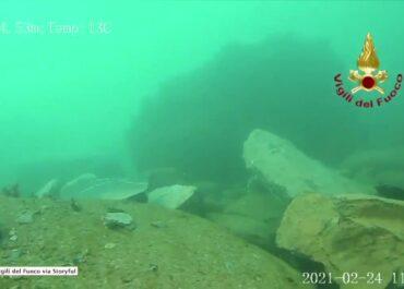 Trwają poszukiwania trumien, które wpadły do morza we Włoszech