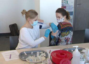 W Poznaniu zorganizowano szkolenie dla farmaceutów, by mogli szczepić przeciwko COVID-19