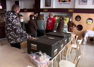 Wrocławskie MPK rozwozi obiady pracownikom służby zdrowia i potrzebującym w czasie pandemii