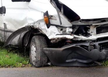 Zderzenie dwóch samochodów w Warszawie. Jeden z kierowców miał trzy promile alkoholu w wydychanym powietrzu.