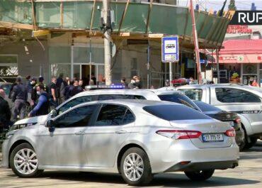 Napastnik wtargnął do banku w Tbilisi i wziął zakładników.