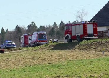 Dwuletni chłopczyk zginął w Gromniku. Ojciec potrącił go pojazdem budowlanym