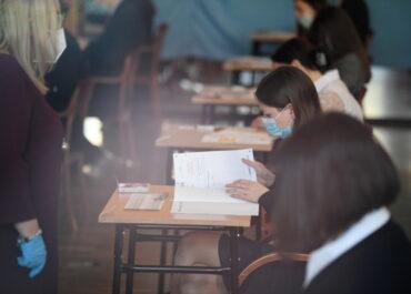 Na maturze egzaminy pisemne z chemii i języka niemieckiego na poziomie rozszerzonym.