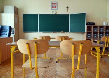 """W szkołach zaczyna brakować nauczycieli. """"System opiera się na nauczycielach emerytowanych"""""""