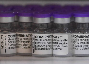 Szczepionkę BioNTech-Pfizer można do miesiąca trzymać w lodówce.