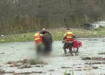 Strażacy z Zakopanego znaleźli w rzece ciało 57-letniej kobiety. Była poszukiwana od dwóch dni.