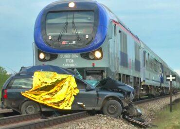 Samochód wjechał pod pociąg w okolicach Kętrzyna. Trzy osoby zginęły, kilkunastoletni chłopiec ciężko ranny