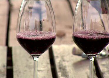 W których krajach pije się najwięcej wina w czasie pandemii? Wynik może zaskoczyć.