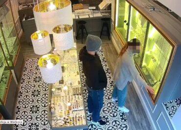Ukradł biżuterię o wartości 50 tysięcy złotych i uciekł. Policja szuka sprawcy napadu na jubilera w Wieliczce