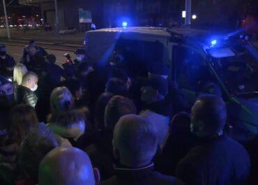 """Sąd zezwolił na otwarcie klubu """"Wolność"""" w Gdańsku. Policja do tego nie dopuściła"""