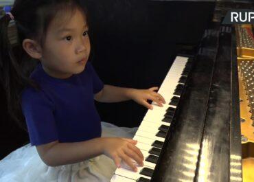 3-latka nauczyła się grać na pianinie w czasie pandemii. Jesienią zadebiutuje w słynnym Carnegie Hall