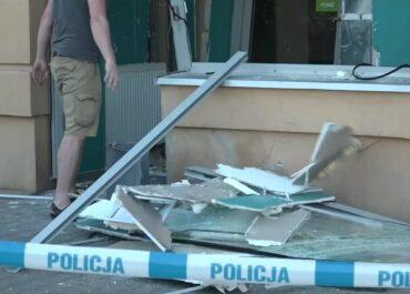 Nieudolna próba kradzieży pieniędzy z bankomatu we Wrocławiu. Złodzieje próbowali go wysadzić