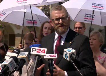 """""""Nasz świat tu w Rzeszowie i całej Polsce został postawiony na głowie"""". G. Braun w ostatnim dniu kampanii wyborczej."""