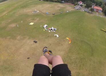 Mistrzostwa paralotniarzy w celności lądowania w Lubuskiem. Rywalizowało 40 zawodników