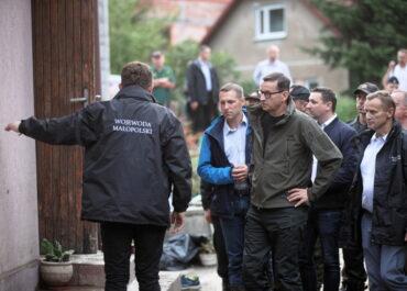 Premier w Dobczycach: o ile warunki pogodowe się nie pogorszą, sytuacja będzie opanowana.