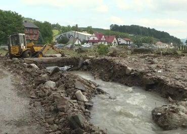 Zerwane mosty po burzy w Małopolsce.