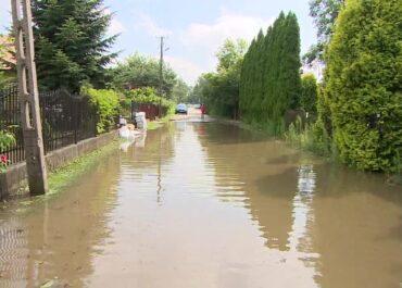 900 interwencji straży pożarnej w Małopolsce. W Krakowie woda zalała osiedle i żłobek.