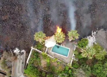 Lawa pochłania budynki na hiszpańskiej wyspie La Palma.