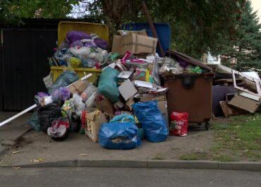 Coraz więcej śmieci na ulicach Goleniowa. Porozumienia ws. nowej umowy na wywóz odpadów nie widać