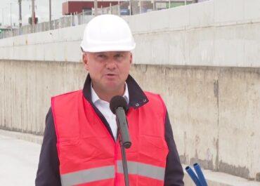 """""""Wyspiarka"""" kończy wiercenie tunelu pod kanałem w Świnoujściu. Budowę odwiedził prezydent A. Duda"""