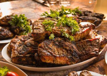 Statystyczny Polak zjada rocznie 70 kg mięsa, dwukrotnie więcej, niż zaleca WHO.