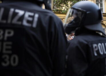 Znaleziono materiały propagandowe islamistów u 16-latka, który planował atak na synagogę w Niemczech