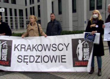 Protesty w obronie sędziów i niezależnych sądów.
