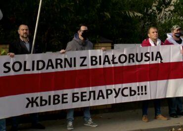 """""""Nie możemy porzucić więźniów politycznych"""". Akcja solidarności z demokratyczną opozycją na Białorusi w Białymstoku"""