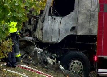 """""""Samochód uciekinierów wpadł pod tira i stanął w płomieniach"""". Tragiczny pościg w Wielkopolsce"""